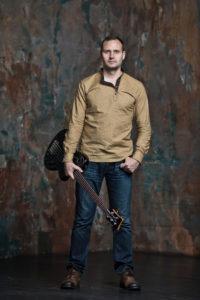 Виктор Камаев - бас-гитара